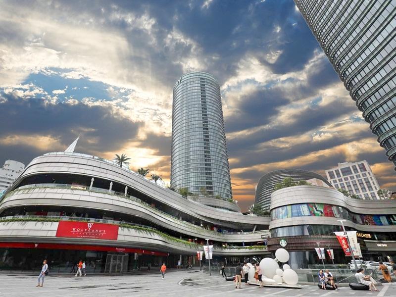 上海外滩白玉兰广场