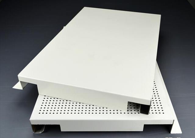 烤瓷铝板、铝扣板、铝塑复合板三者的区别和应用范围